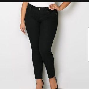 Avenue Plus Size Skinny Jeans NWT